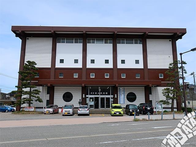 県営富山武道館の写真